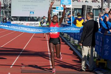 Tiki Gelana takes a 2:22:08 win at the 2011 Amsterdam Marathon (Orange Pictures)