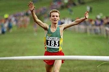 Paulo Guerra (POR) wins the inaugural European Cross Country men's title in 1994 (Getty Images)