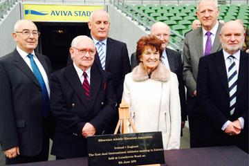 Kevin Byrne, Cyril White, Michael Kiernan, Maeve Kyle, Larry Ryder, Martin Murphy, Cyril Smyth at the unveiling of the plaque at Lansdowne Road ()