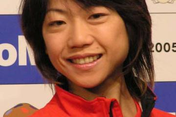 Naoko Takahashi at the pre-race press conference for the 2005 Tokyo Women's Marathon (Ken Nakamura)