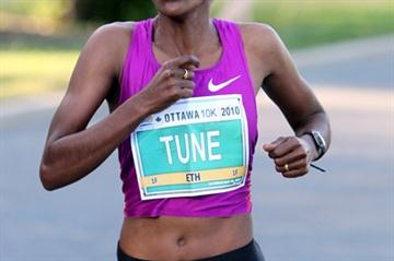 Comfortable victory for Dire Tune in the Ottawa 10Km (Victah Sailer)