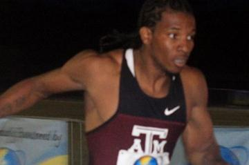 Demetrius Pinder at the 2011 Bahamian championships (Andrew Coakley)