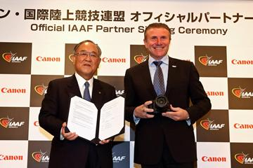 Fujio Mitarai, Chairman and CEO of Canon Inc, and Sergey Bubka, IAAF Vice-President at the Canon Official IAAF Partner signing ceremony in Japan (Canon)