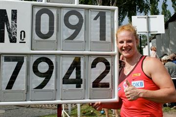 Betty Heidler with her World Record numbers in Halle (Mike Schmidt)
