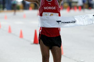 Trond Nymark of Norway wins the Tijuana 50km Race Walk (www.conade.gob.mx)