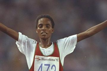 Derartu Tulu striking gold in 1992, her first of two Olympic 10,000m titles (Getty Images)