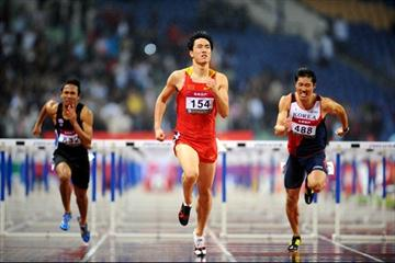 Liu Xiang beats the driving rain to take the Asian title (Jiro Mochizuki)