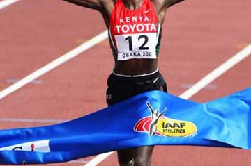Catherine Ndereba of Kenya wins the 2007 World Marathon title in Osaka (Bongarts/Getty Images)