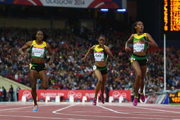 Stephenie McPherson leads a Jamaican 1-2-3 in the 400m at the Commonwealth Games (Getty Images)