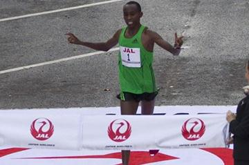 Nicholas Chelimo wins the 2011 Honolulu Marathon (courtesy of the Honolulu Marathon)