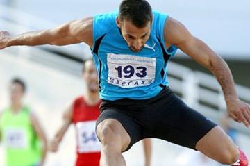 Periklis Iakovakis en route to his 15th straight Greek title in the 400m Hurdles (Kostas Georgopoulos)
