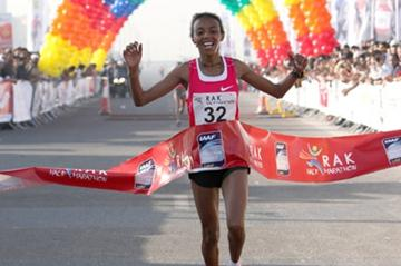 Good reason to smile - Elvan Abeylegesse after her 1:07:07 half marathon debut in Ras Al Khaimah (Victah Sailer)