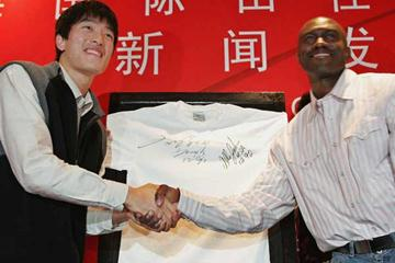 Liu Xiang and Allen Johnson in Shanghai (Getty Images)