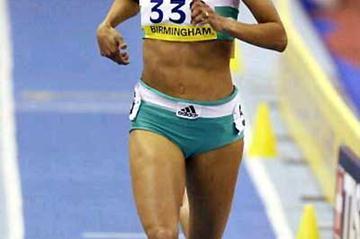 Jo Fenn (GBR) runs solo 1:59.74 in Birmingham (Getty Images)
