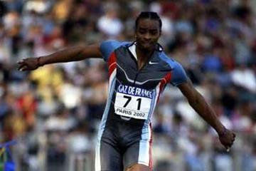 Walter Davis (USA) triple jumping in Paris (Getty Images)