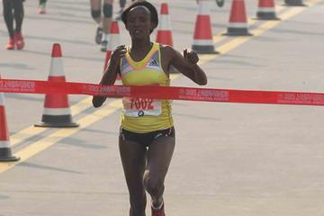 Aberu Kebede winning at the 2013 Shanghai International Marathon (Organisers)