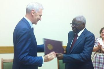 IAAF President Lamine Diack with Russian Minister of Education and Science Andrey Fursenko, after signing an agreement to introduce the IAAF Kids' Athletics programme into the Russian school system (IAAF)