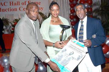 Hasely Crawford (left), Candice Scott (centre), Edwin Roberts (right) at the National Amateur Athletic Association's 2005 awards function (ANISTO ALVES (Trinidad Express))