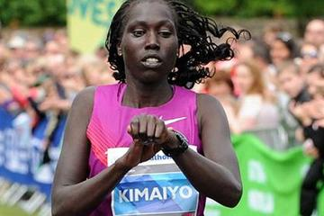 Risper Kimaiyo winning at the 2013 Edinburgh Marathon (Lesley Martin - organisers)