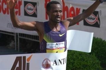 2:09:02 Padua course record for Ethiopian Aredo Tadese (Lorenzo Sampaolo)