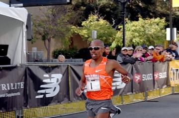 Meb Keflezighi wins the 2009 Rock 'n' Roll Half Marathon in San Jose (organisers)
