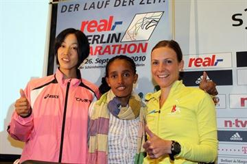 Morimoto, Bezunesh and Mockenhaupt at the real_Berlin Marathon press conference, Thu 23 Sep (Victah Sailer)