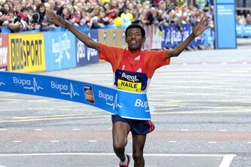Haile Gebrselassie wins the 2012 BUPA Great Manchester Run 10k (Athletics Images)