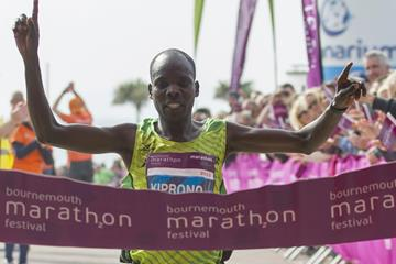 Boaz Kiprono winning the 2015 Bournemouth Marathon (Lesley Martn / organisers)