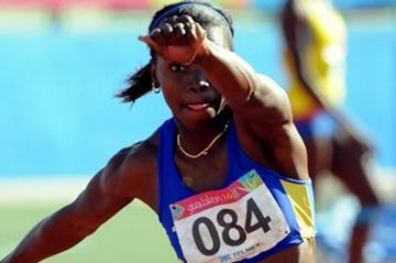 Caterina Ibargüen soars to the Pan-Am Games title (Eduardo Biscayart)