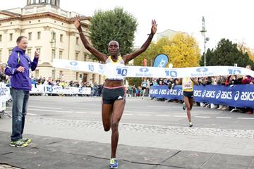 Joyce Chepkirui clocks 30:37 to win the ASICS Berlin 10km (BERLIN RUNS / Thomas Wenning)