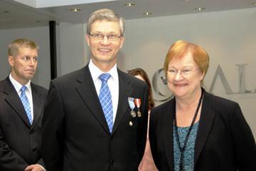 Finnish President Tarja Halonen with Antti Pihlakoski, President of Finnish Athletics Federation (Matti Erkkilä)