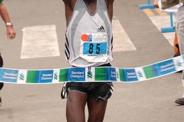 Samson Barmao celebrates his win at the Standard Chartered Nairobi Marathon (Omulo Okoth)