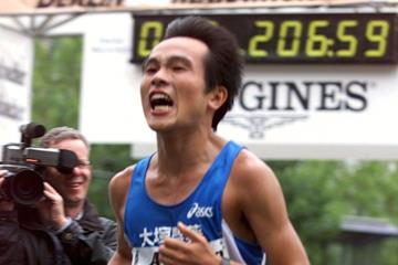 Takayuki Inubushi at the 1999 Berlin Marathon (Getty Images)