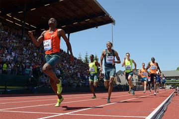 Nijel Amos wins the 800m at the IAAF Diamond League meeting in Eugene (Kirby Lee)