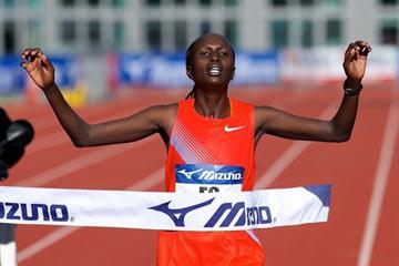 Alice Timbilil wins the 2010 Amsterdam Marathon (Orange Pictures | Karel Delvoye)