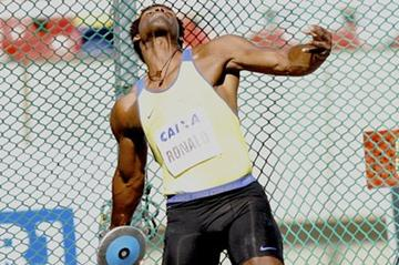 Ronald Julião throwing in Rio at the 2012 Grande Prêmio Brasil/Caixa de Atletismo (Marcelo Ferrelli CBAt)