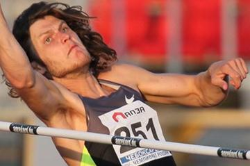 Ivan Ukhov rises to 2.39m at the 2012 Russian Championships (Alex Kiselev/sportfoto.ru)