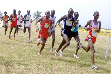Gideon Ngatunyi leads winner Richard Matelong (right) and Thomas Longisiwa in the men's 12km race at the 2007 Tusker Kenya National Cross Country Championships in Mombasa (Peter Njenga)