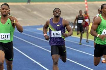Allodin Fothergill (l) edges Yohan Blake ® over 400m in Kingston (Anthony Foster)