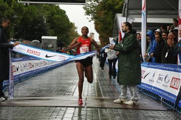 Alemitu Abera takes the Eurasia Marathon title in Istanbul clocking 2:27:56 (H. Emre Durmus)