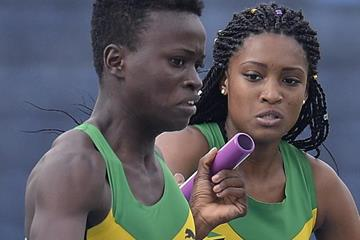 Junelle Bromfield takes the baton for Jamaica in the 4x400m at the IAAF World U20 Championships Bydgoszcz 2016 (Getty Images)