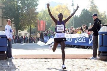 Leonard Komon clocks 27:12 in Berlin (ASICS Grand 10/Jürgen Engler)