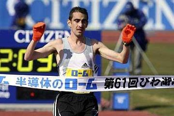 Jose Rios of Spain wins the 61st Lake Biwa Marathon (Yohei KAMIYAMA /Agence SHOT)