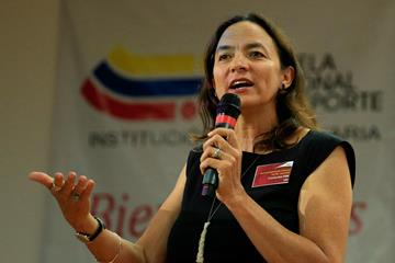 Dr. Cristina Fink speaking at the 2nd IAAF World Youth Coaches Conference in Cali (Getty Images)