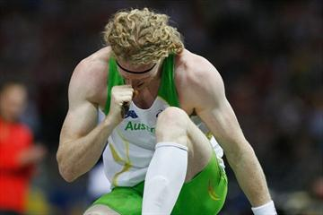 Steven Hooker of Australia celebrates a clearance at 5.90m to win the men's Pole Vault final (Getty Images)