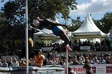 Eunice Barber high jumping in Talence (P-J Vazel)