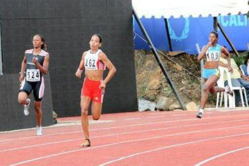 Indira Terrero en route to the CAC 400m title (Fernando Neris)