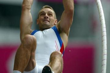Roman Sebrle in action in the Decathlon's pole vault (Getty Images)