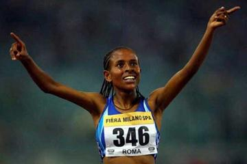 Meseret Defar salutes her 5000m PB win in Rome (Getty Images)