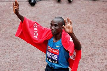 Eliud Kipchoge after winning the 2015 London Marathon (Getty Images)